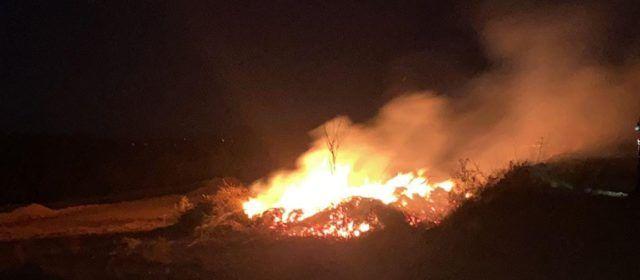 Els bombers apaguen una crema controlada a Vinaròs