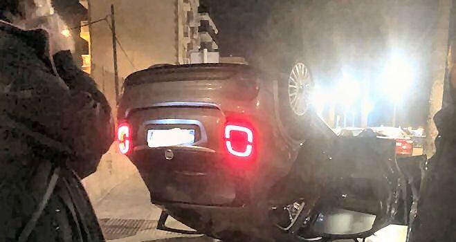 Bolca un cotxe a l'avinguda Marquès de Benicarló