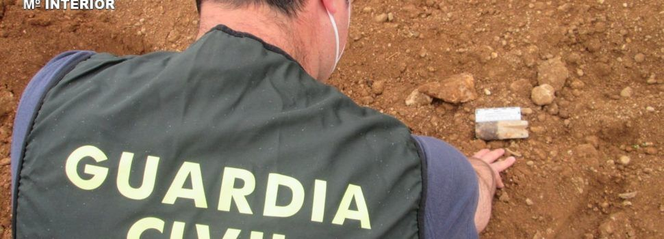 La Guardia Civil destruye una granada de mortero de la pasada guerra civil hallada en Tortosa