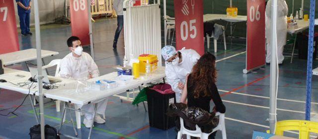 Vídeo i fotos: Comença a Vinaròs la vacunació del personal de centres educatius del Baix Maestrat i Els Ports