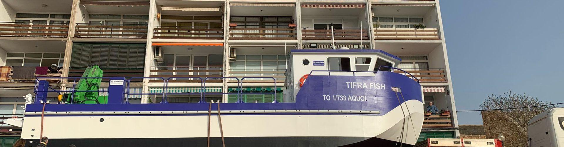 Un nou catamarà surt dels tallers navals de Vinaròs cap a Algèria