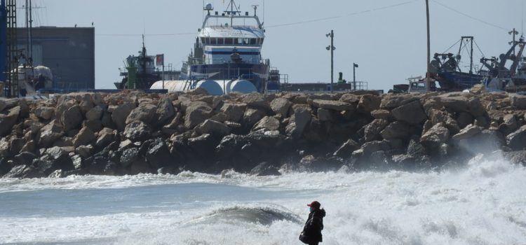 Fotos: Mar embravida a la Platja del Fortí de Vinaròs