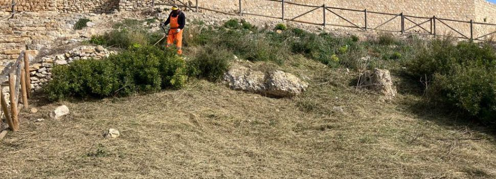 La Diputació efectua la neteja del castell de Xivert i prepara intervencions per un valor de 40.000 euros