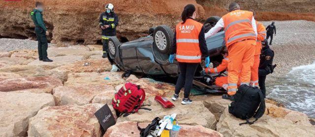 Persona fallecida tras caer su coche por un acantilado en Vinaròs