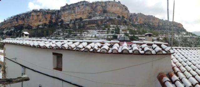 Fotos: Paisatge nevat el primer dia de la primavera
