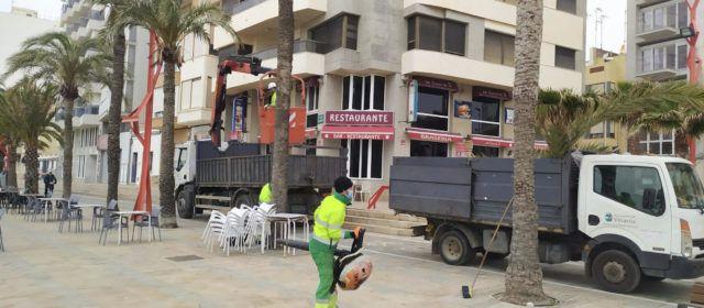L'Ajuntament inicia l'adequació del litoral de cara a la temporada turística