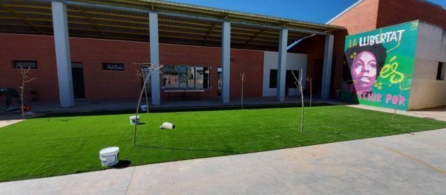 Ajuntament de Vilafranca i IES creen una zona per a poder esmorzar a l'aire lliure