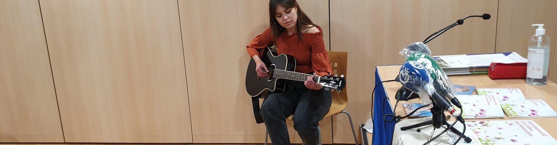 """Vídeo: Esther Querol canta """"Vies paral·leles"""""""