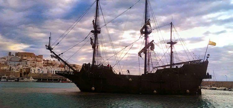 El galeón Andalucía atraca en Peñíscola