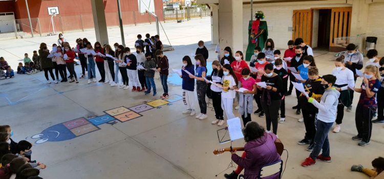Fotos: Sant Jordi al col·legi Sant Sebastià de Vinaròs