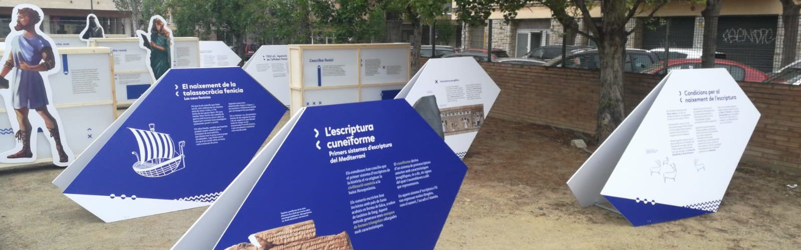 Exposició sobre l'origen de l'alfabet amb motiu de Sant Jordi