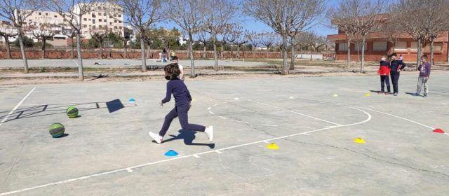 Prop d'un centenar de xiquets participen en l'Escola de Pasqua Easter English