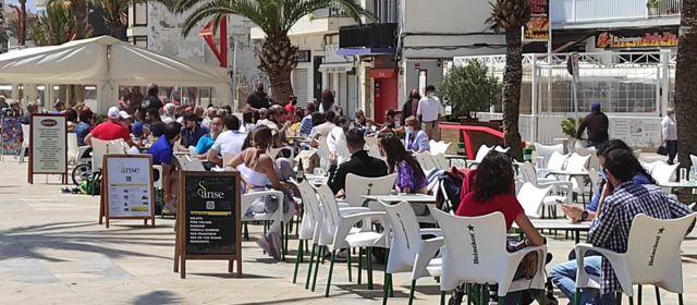 Fotos: Matí de dissabte de terrasses i platja a Vinaròs
