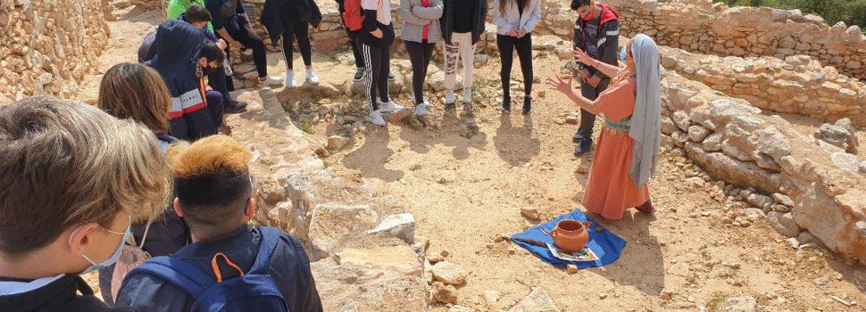 Alumnat de l'IES J.Coromines de Benicarló, de visita al jaciment del Poblat Iber del Puig de la Nau