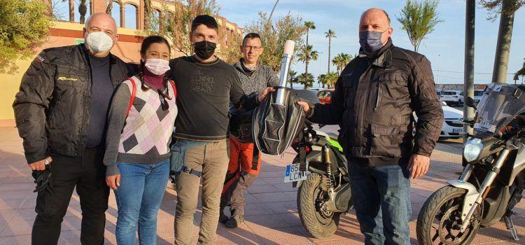 La primera Volta a Espanya en moto elèctrica passà per Vinaròs després d'una complicada primera etapa