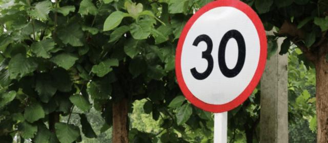 La Policia Local de Vinaròs fa controls de velocitat informatius per la nova normativa de la DGT