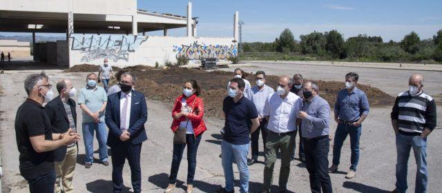 La Diputació de Castelló aspira a reconvertir les cinc plantes de purins de la província, com anuncia el president en la visita a la de Sant Mateu