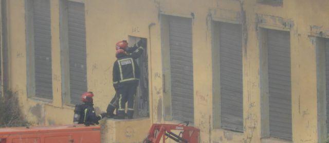 Vídeos i fotos: incendi en una vella nau de Vinaròs