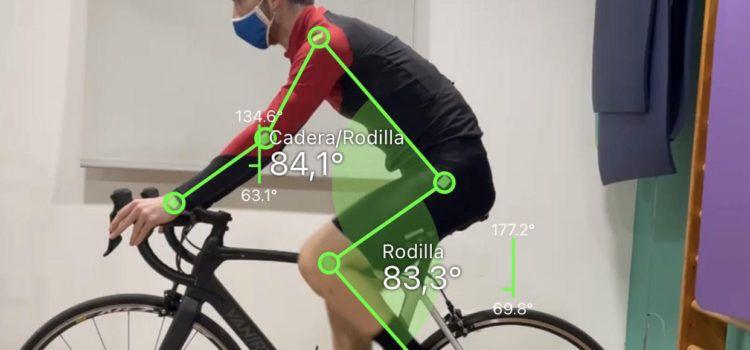 Un joven de Vinaròs introduce en la fisioterapia local un método innovador para ciclistas