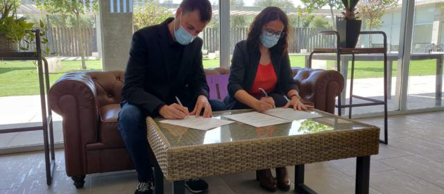 L'Ajuntament signa l'acta de recepció de la nova residència de Vinaròs