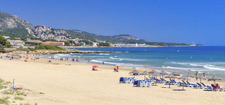 Alcalà-Alcossebrerenova les cinc banderes blaves per a les seues platges i sender litoral
