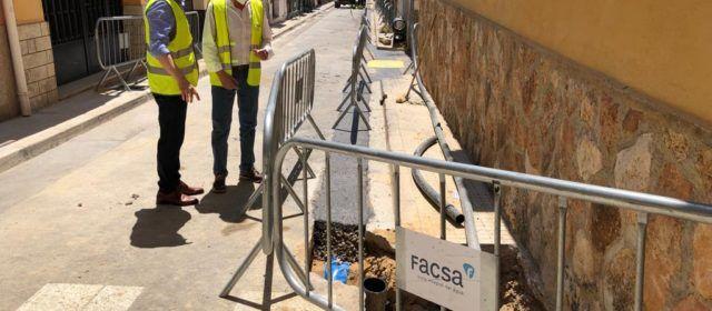 L'Ajuntament d'Alcalà-AlcossebreiFACSAcontinuen el pla de millora de la xarxa d'aigua potable del municipi