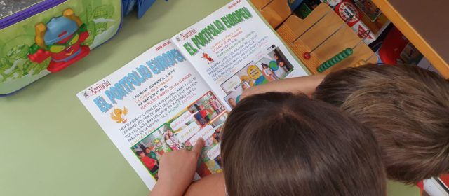 La revista escolar Xerinola torna al paper, després d'un any fent-se només digital pel covid