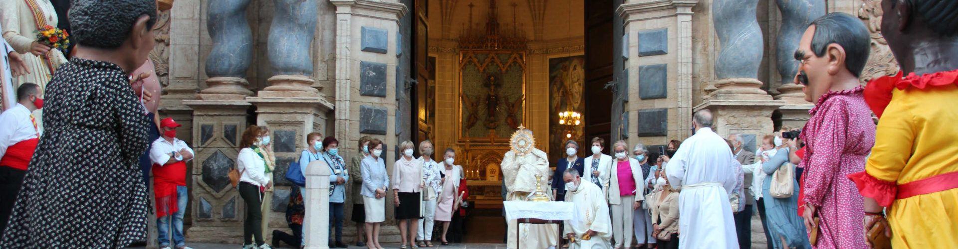 Corpus Christi en Vinaròs con misa, nanos i gegants pero sin procesión