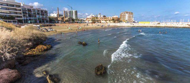 Vinaròs inicia la temporada de bany a les seues platges i cales amb la recuperació de serveis