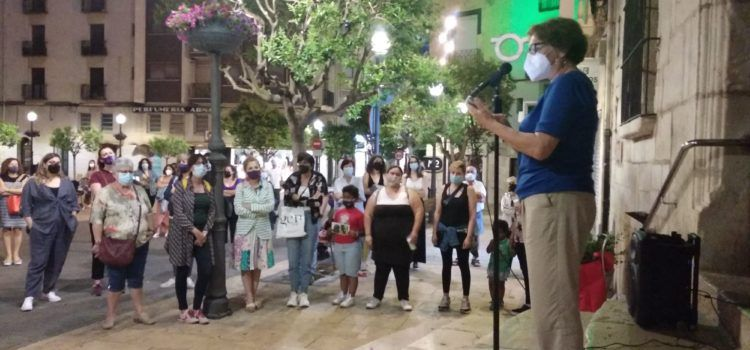 Nova concentració a Vinaròs en repulsa de la violència masclista