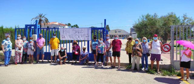 Nova concentració per demanar la reobertura de la piscina municipal de Benicarló
