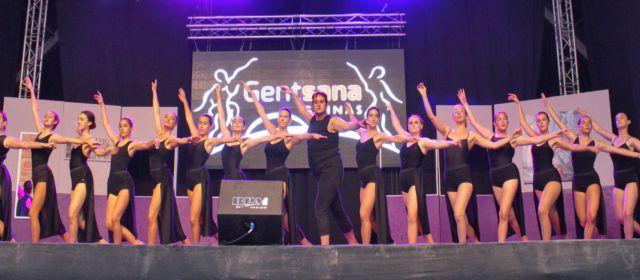 Fotos: actuació de Gentsana per festes