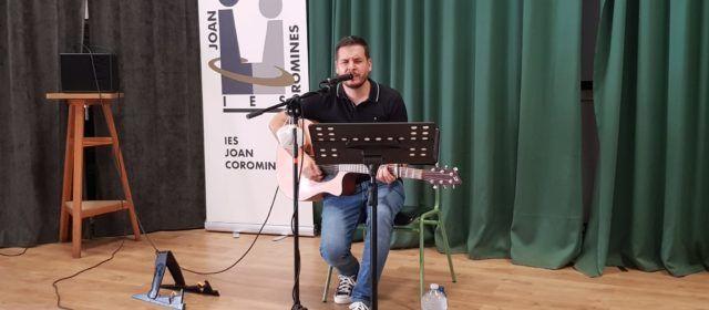 Actuació de Pau Alabajos a l'IES J.Coromines de Benicarló