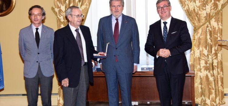 Vinaròs despide al reconocido profesor Francisco Baila