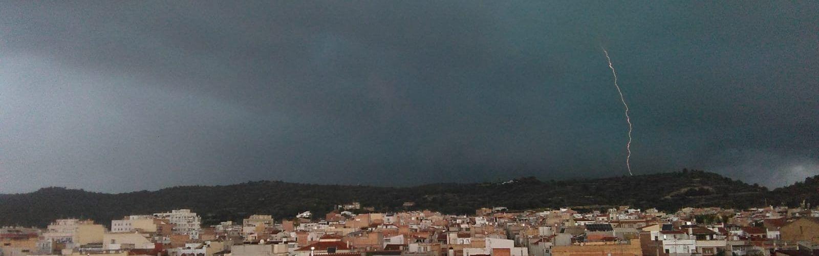 Vídeos i fotos: Tempestuós final de juliol
