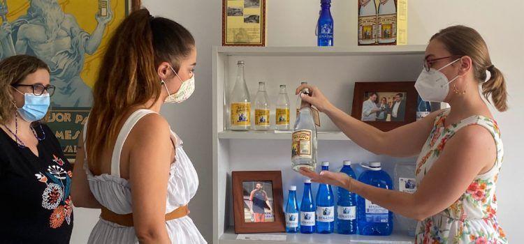La consellera Mireia Mollà visita la embotelladora de Aigües de Benassal