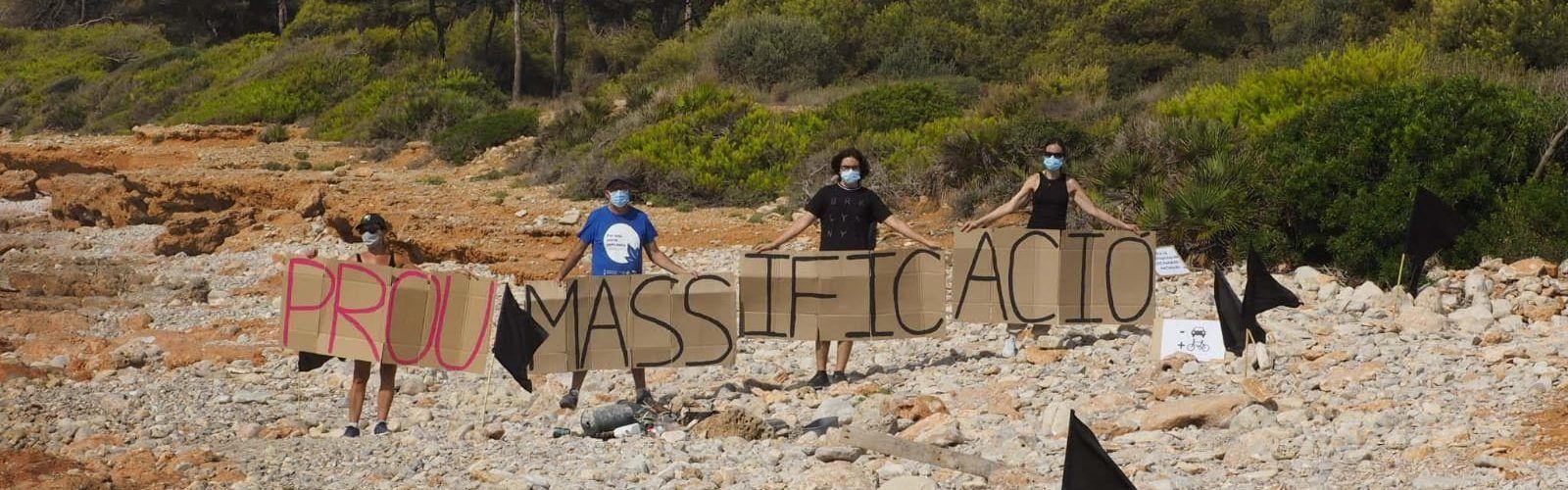 Los ecologistas limpian la Serra d'Irta