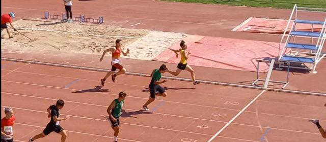 El grup d'atletesS16del Club Esportiu Vinaròs en el Campionat autonòmic