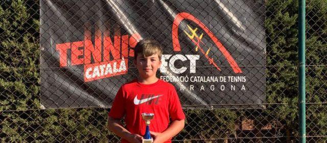 """Marcos Torres Gombau, de l'escola de tennis """"La Closa"""" de Vinaròs, campió del torneig de Reus"""