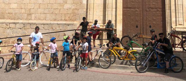 Exhibició de bicicletes per als amants del ciclisme a Albocàsser