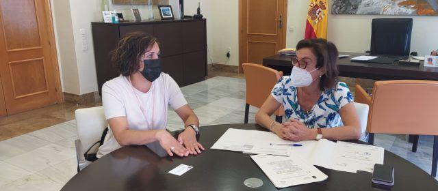 L'alcaldessa d'Albocàsser es reuneix amb la subdeelegada del Govern per a afermar la construcció de la nova caserna