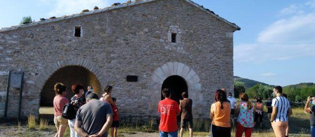 La ruta de les ermites descobreix la història d'Albocàsser davant un públic entregat