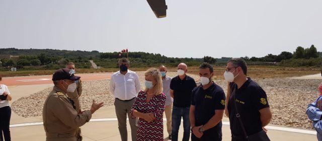 La consellera, Gabriela Bravo, visita l'heliport de Tírig