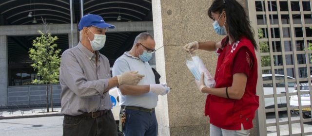 El Colegio de Médicos de Castellón pide a la población que no se relaje y siga usando la mascarilla