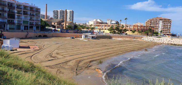L'Ajuntament adequa les platges del Clot i Fortí amb l'aportació d'arena
