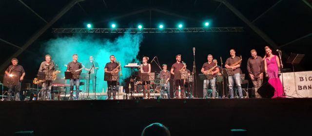 Vídeos i fotos: La Big Band Band d'Alcanar reapareix al Vinaròs Arena