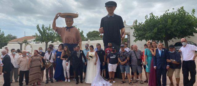 Vídeos i fotos: Nanos i gegants de Vinaròs, convidats en un casament