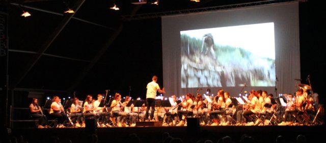 25 aniversario de la banda juvenil de La Alianza con buena música de cine y agasajos
