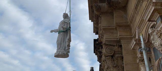 Fotos: col·locació de la nova imatge de la Cinta a la catedral de Tortosa