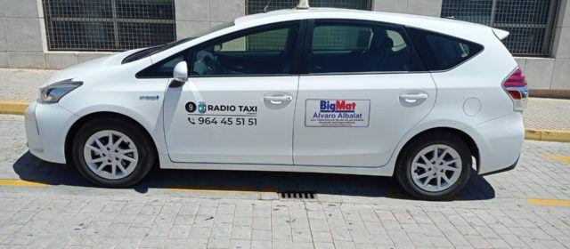 Vinaròs estrena el primer taxi híbrido de la comarca del Baix Maestrat